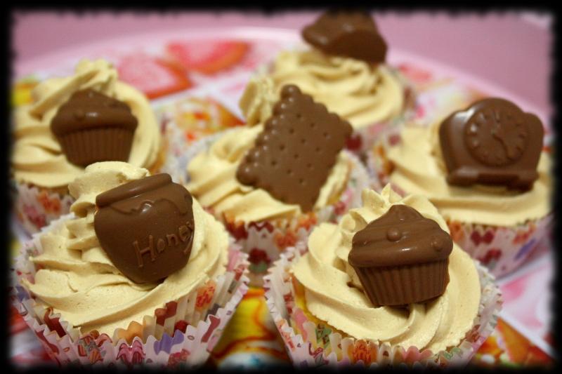 Cupcakes de chocolate con buttercream de vainilla. Hora del té!